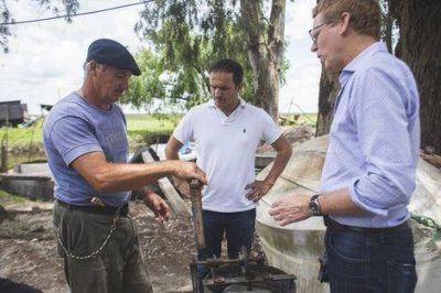 El Intendente y el presidente del Banco Provincia visitaron a un emprendedor