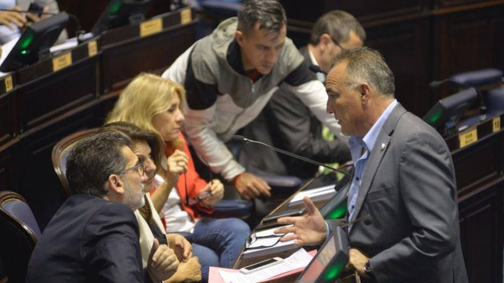 Pese a las críticas de la oposición, Vidal ya tiene luz verde para avanzar con la licitación del juego online