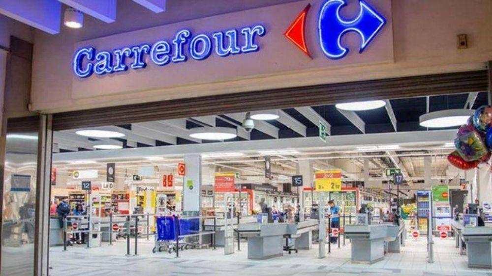 Carrefour debió retirar productos lácteos de la góndola