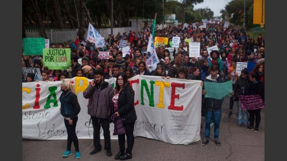 Paro y movilización de mujeres contra el fallo por el crimen de Lucía Pérez