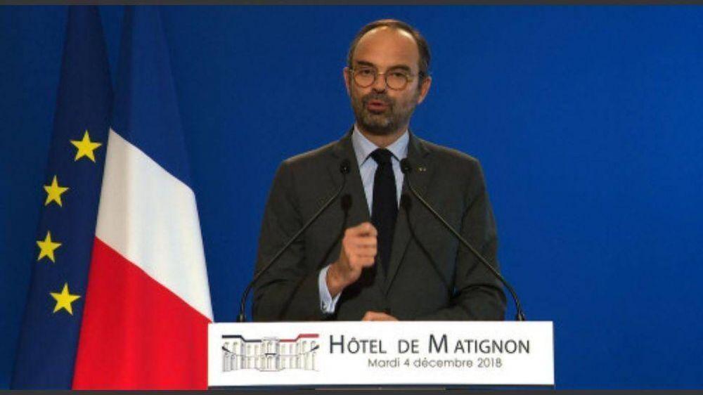 Jaqueado por las protestas, Macron frena la suba de impuestos al combustible
