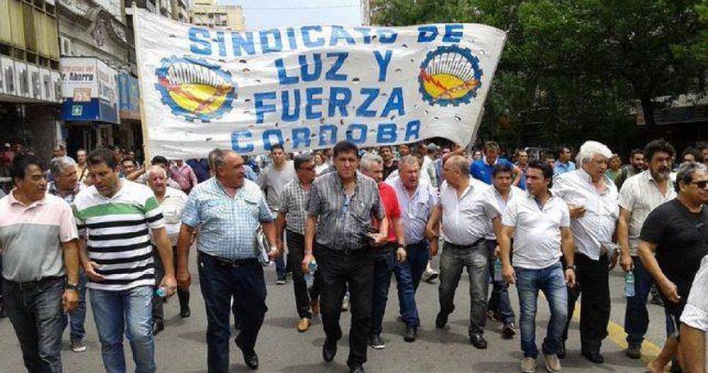 Córdoba acelera su pelea con Luz y Fuerza y denuncia al titular del gremio por presuntas amenazas a Schiaretti