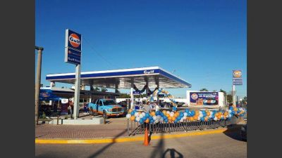 YPF se desprende de las ex estaciones de servicio de Cristóbal López
