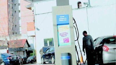 Las petroleras analizan si rebajan el precio del gasoil
