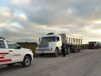 Secuestraron cinco camiones que intentaban retirar arena sin la habilitación correspondiente