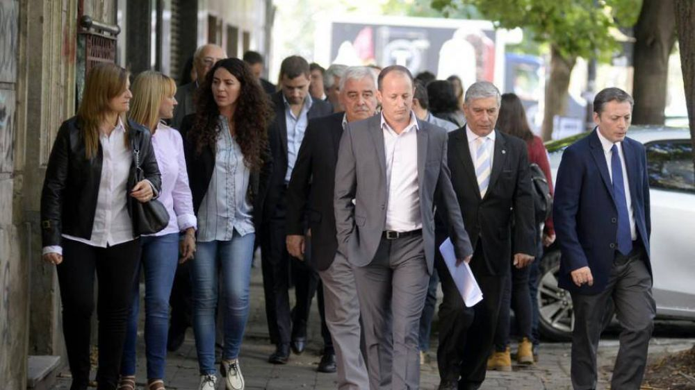 En alarma, el peronismo teme que Vidal desdoble y prepara una campaña agresiva