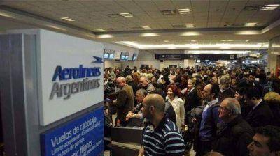 Bajó la cantidad de pasajeros de Aerolíneas Argentinas en noviembre y la empresa responsabilizó a los sindicatos