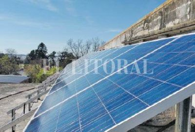 """San Javier: instalan paneles solares en la Escuela """"Florián Paucke"""""""
