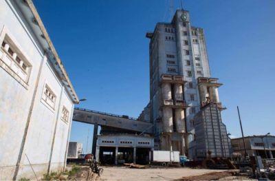 Después de un año, se lanzó la licitación por los silos del Puerto