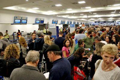 Sigue el conflicto en Aerolíneas: La empresa ratificó las suspensiones y los gremios preparan nuevas medidas