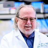 """James Allison: """"El cáncer no desaparecerá, pero la inmunoterapia irá mejorando"""""""
