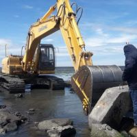 Río Grande: Montan operativo para reparar caño en planta de efluentes cloacales