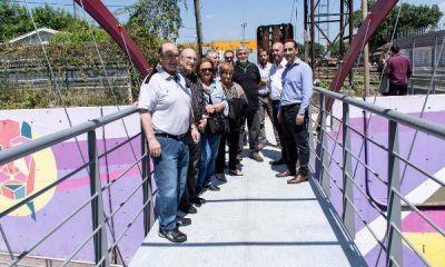 Tagliaferro recorrió con los vecinos el nuevo puente peatonal de Haedos