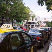 Taxistas esperan que el aumento de la tarifa se implemente antes del 20 de diciembre