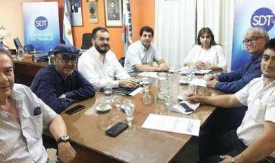En La Rioja analizaron medidas para los trabajadores rurales en la producción de aceitunas
