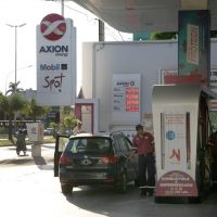 Axion bajó los precios de sus naftas entre $1 y $2,73 por litro