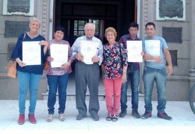 Se entregaron y firmaron nuevas escrituras a vecinos de distintos barrios