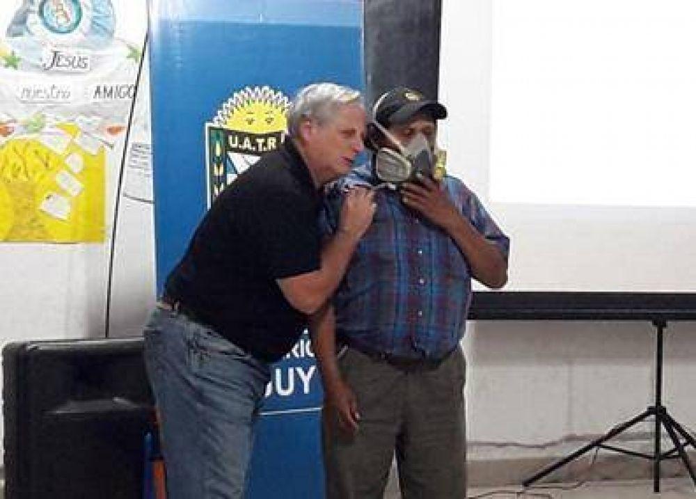 Trabajadores rurales capacitados sobre manejo seguro de productos fitosanitarios en Jujuy