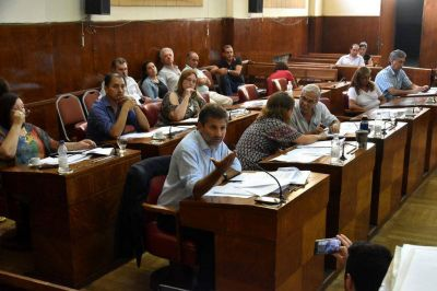 La oposición apoyó a los trabajadores y le pidió a Arroyo que llame al diálogo