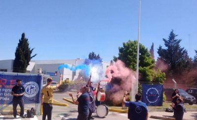 Repositores bloquearon uno de los accesos a Makro: exigen la reincorporación de un trabajador