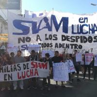 Trabajadores despedidos de SIAM cortan el Puente Pueyrredón y piden al gobierno que interceda