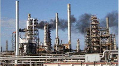 Petroleras negocian pagar menos por el crudo: puede haber otra baja de naftas