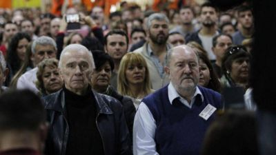 Marin trabaja un acercamiento entre el kirchnerismo y Massa y los gobernadores