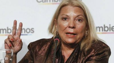 Enojada con Macri, amenaza Carrió con jubilarse: