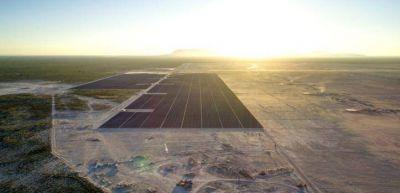 Energía solar: México rompe récord mundial instalando 18mil900 paneles en un día