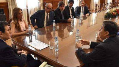 Zamora entregó un importante subsidio a la Facultad de Ciencias Médicas de la Unse