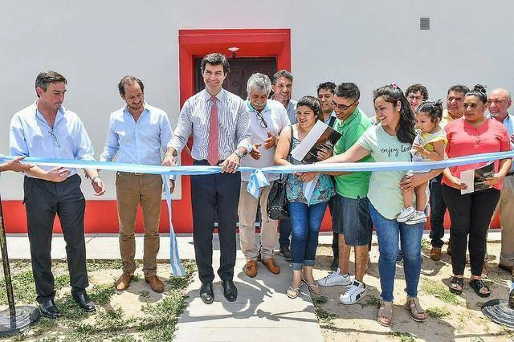 Urtubey entregó viviendas en Campo Santo