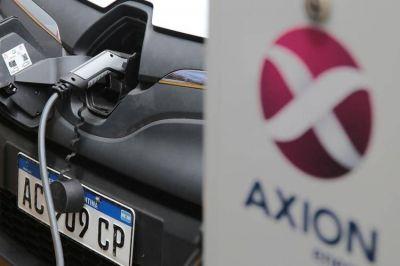 La petrolera Axion inauguró el primer cargador gratuito para autos eléctricos