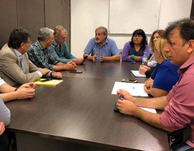 Rosca y gestión: el FR saca provecho del conflicto y se muestra con docentes
