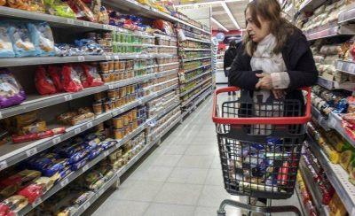 ¿Por qué no bajan los precios de los alimentos en los supermercados?