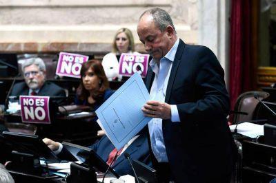 El senador Marino se defendió desde su banca tras ser acusado por abuso