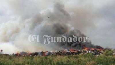 Terrible situación en el basural por el incendio