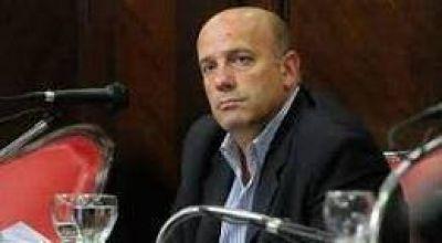 El senador bahiense Andrés De Leo comparó a Patricia Bullrich con Carlos Ruckauf y Aldo Rico