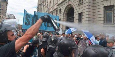 Brutal represión a trabajadores de prensa por parte de policía de Larreta frente al CCK