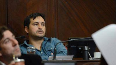 Senado: Para no perder el control de la caja, el confeso abusador de La Cámpora no renunciará a su banca