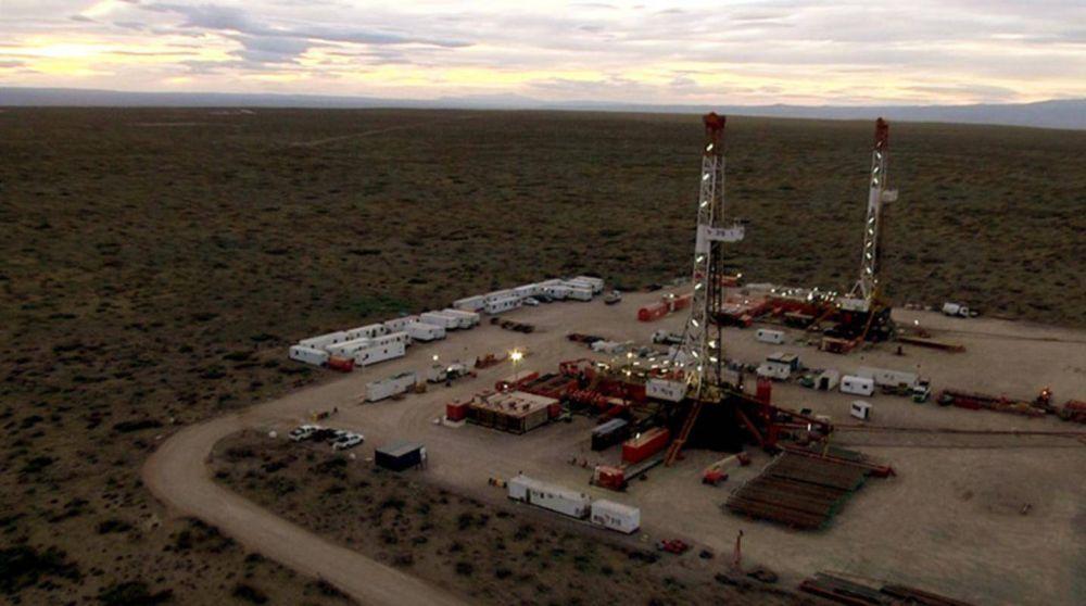 El Gobernador de Neuquén presentó planes para impedir ajustes al precio del barril