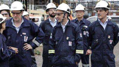 Iguacel visitó la refinería de AXION energy en Campana