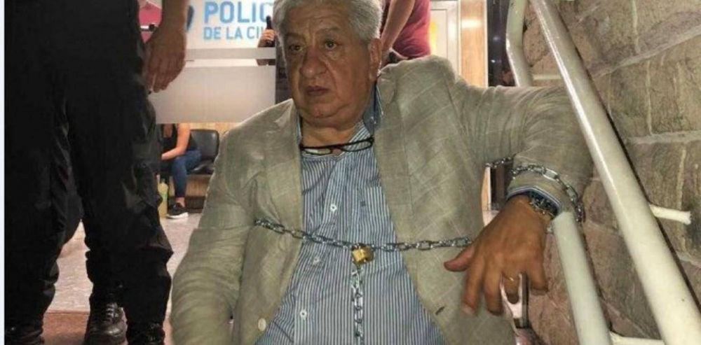 Julio Piumato se encadenó en una comisaría para exigir que liberen a una sindicalista detenida