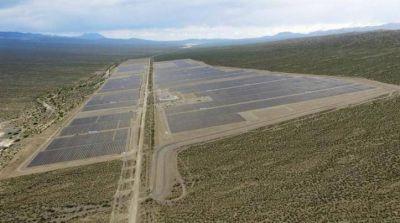 Argentina inaugura 2 plantas de energía solar y parque eólico en una semana