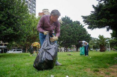 Eduardo Leitao procedió a la limpieza este jueves de la Plaza del Milenio y Plaza Colón