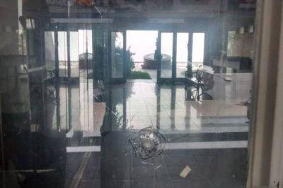 Ataque a la sede del PJ platense: el peronismo nacional y bonaerense repudiaron el hecho