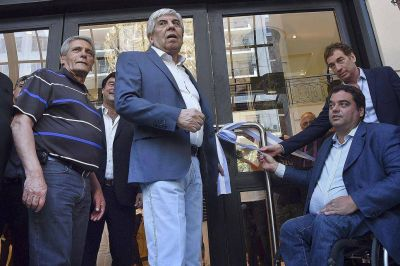 El Gobierno reabre el diálogo con los Moyano en un encuentro secreto