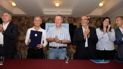 Schiaretti prometió 170 millones de pesos para ampliar la red cloacal de Carlos Paz