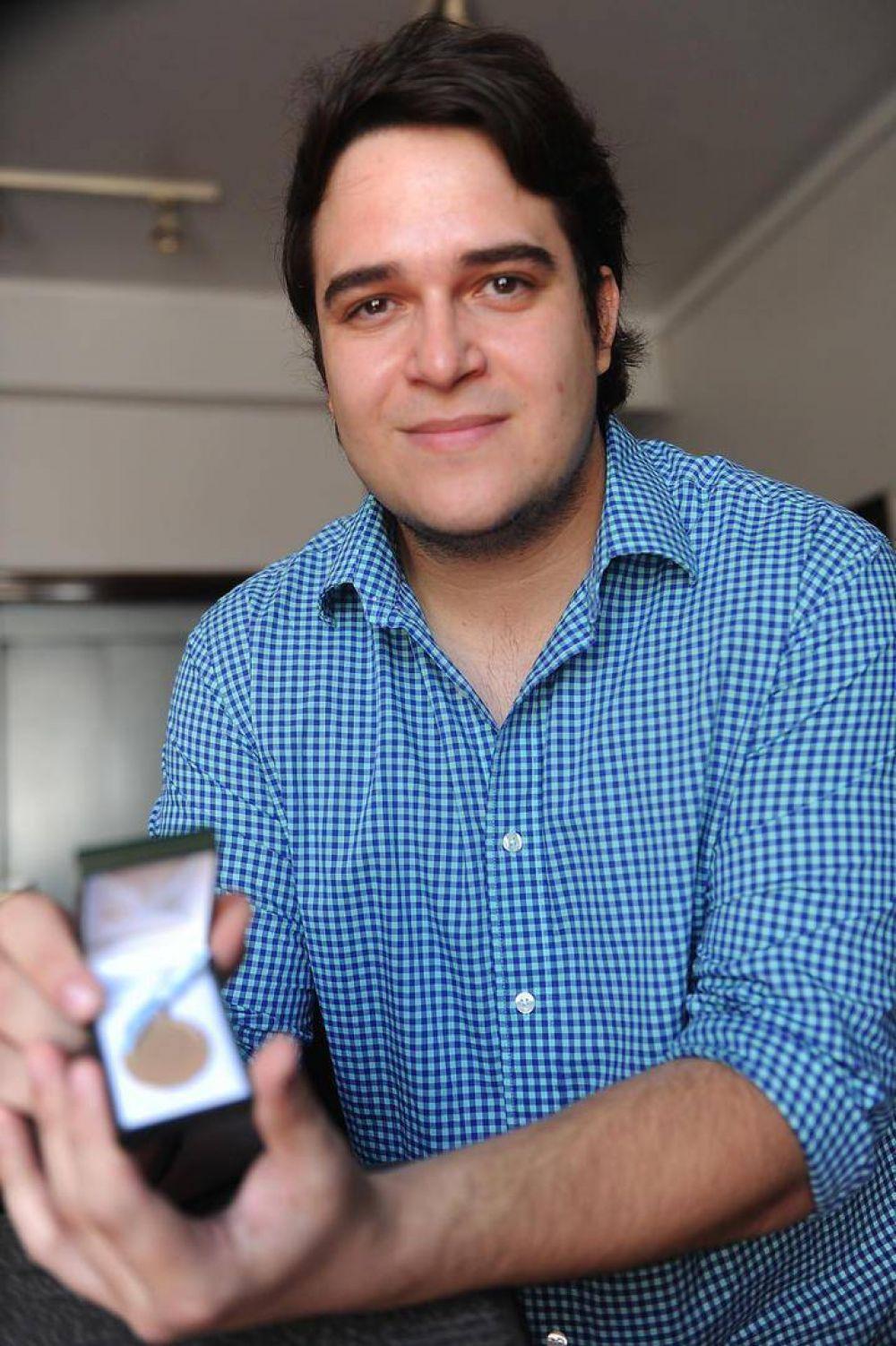 Egresó de Ingeniería Química con 9,34 y recibió una medalla de oro
