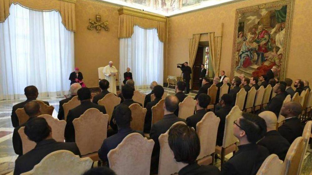 El Papa: si el jesuita se encuentra como cordero entre lobos, debe permanecer cordero