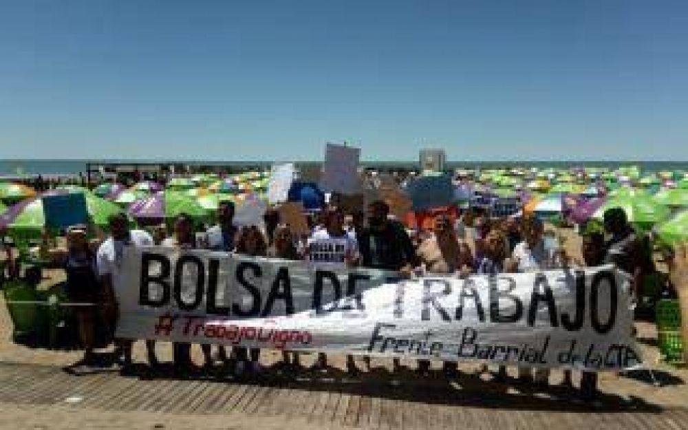 La CTA llevó una protesta a la playa pública que inauguró Vidal en Mar del Plata